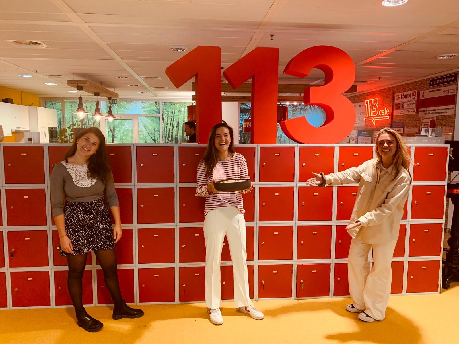KnappeKoppen Vrijwillig brengt koekjes naar 113 Zelfmoordpreventie!
